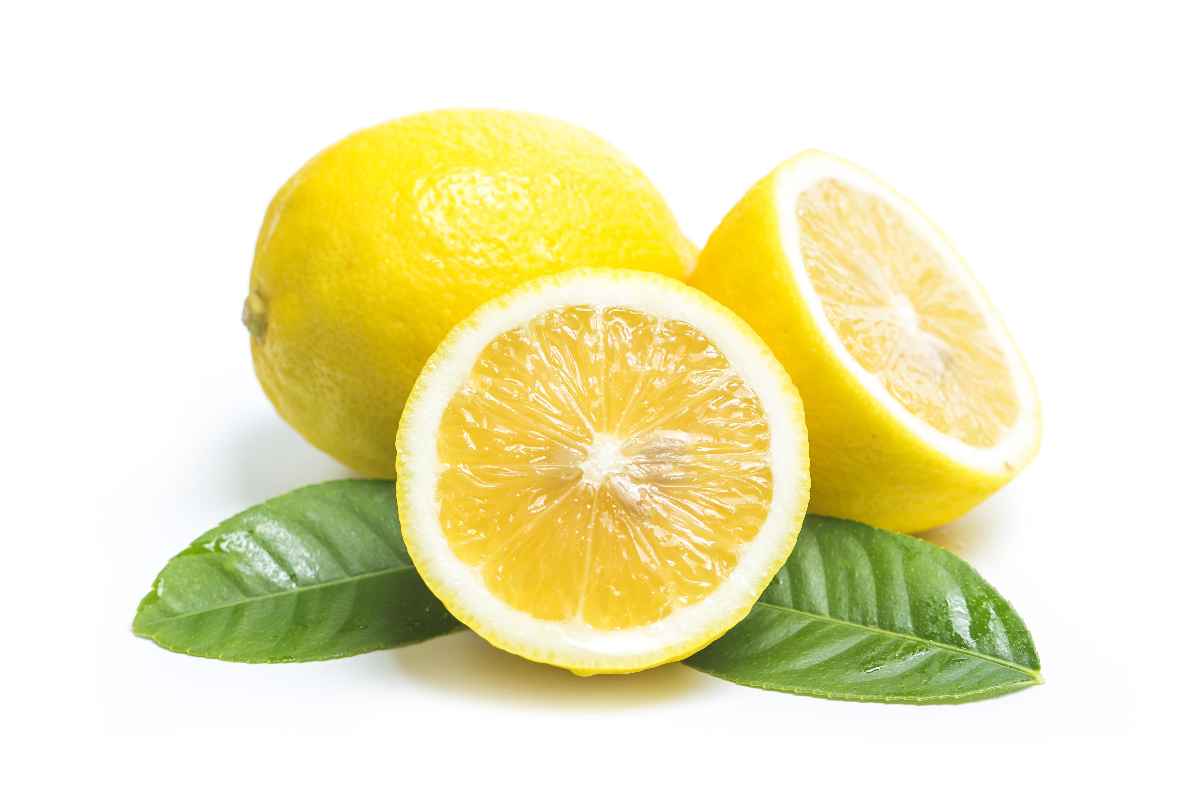 Água morna com limão limpa o organismo?