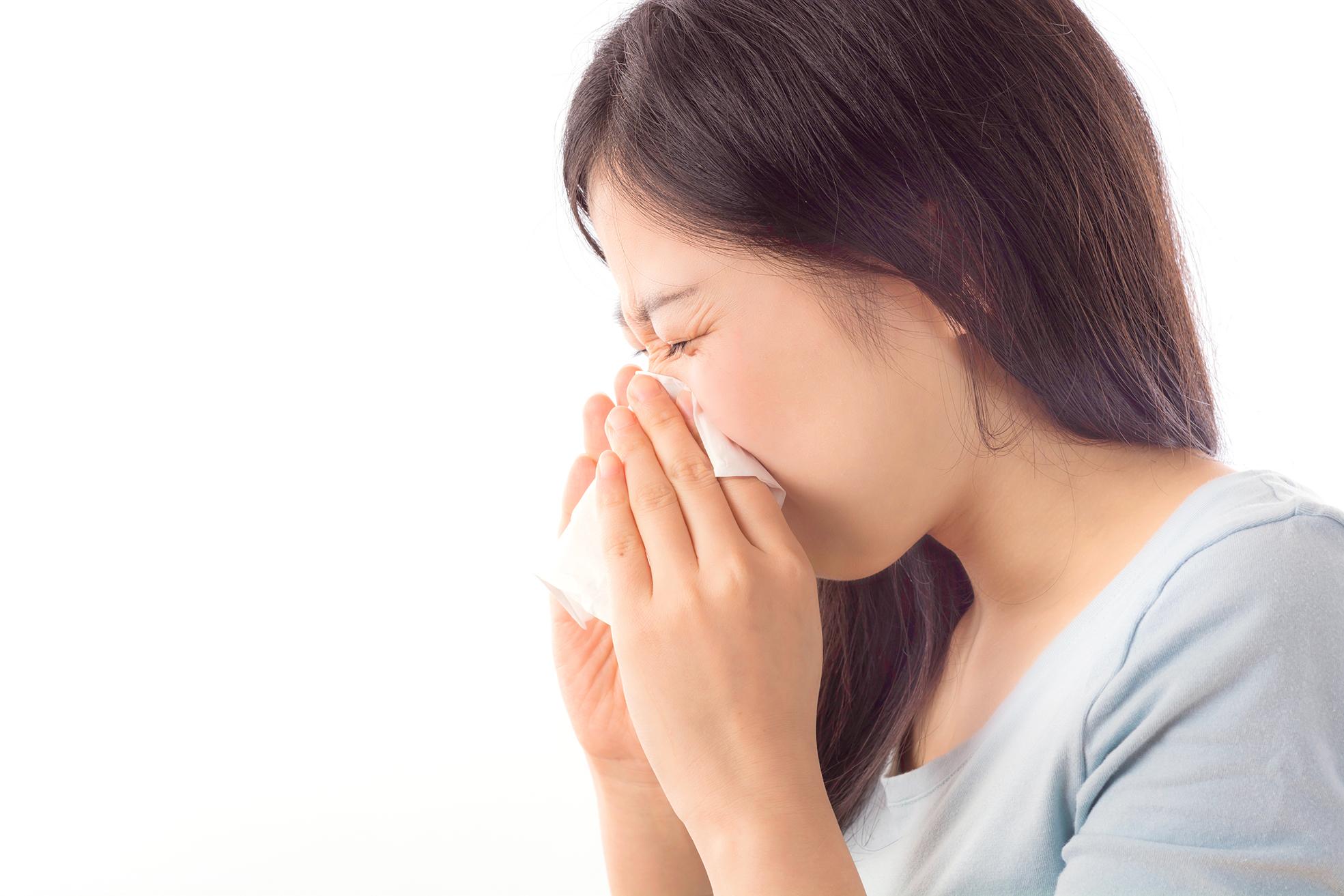 Evitar a exposição ao frio e consumo de alimentos gelados evita gripes e resfriados.
