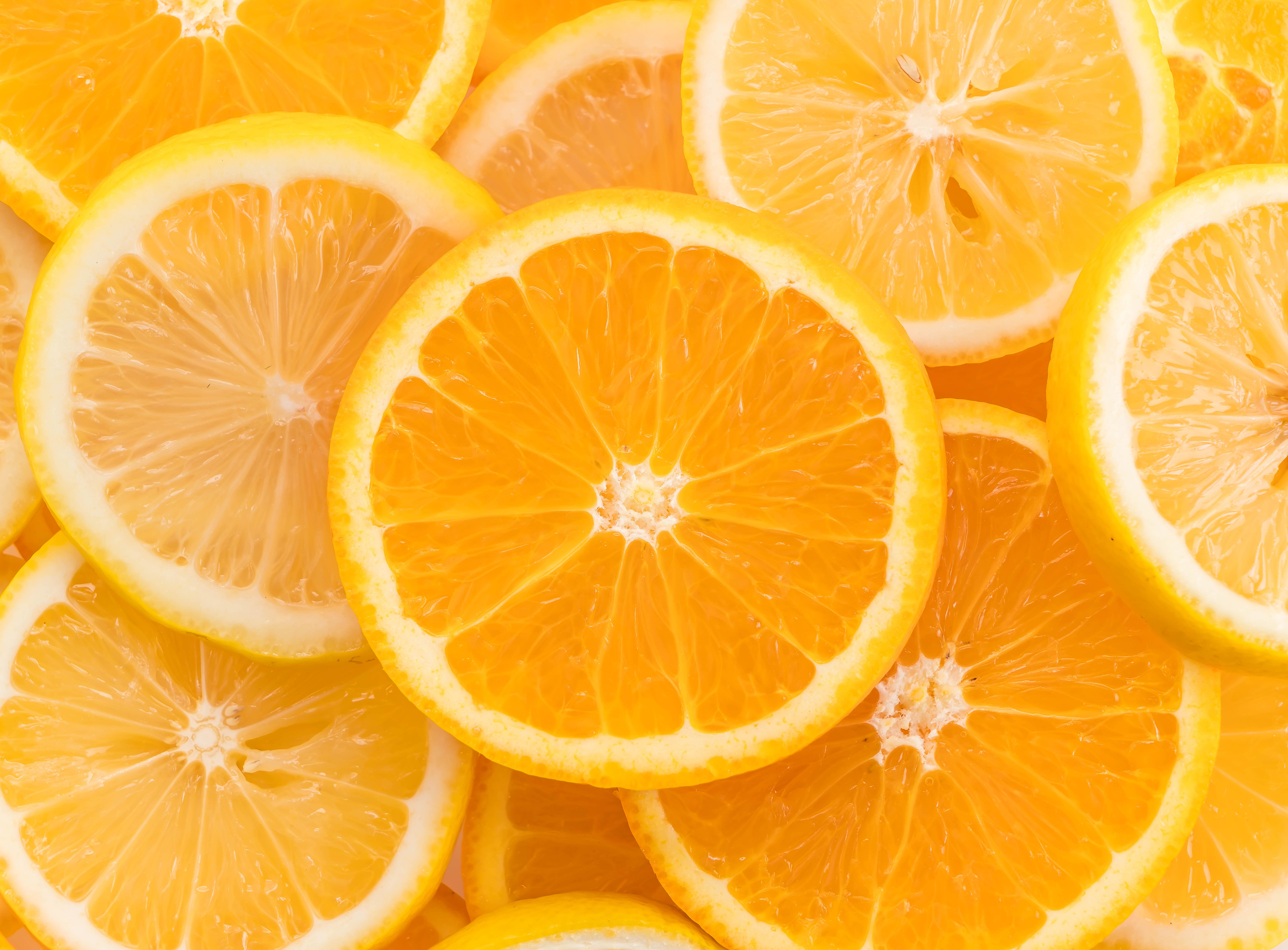 A laranja auxilia na digestão após uma refeição pesada?