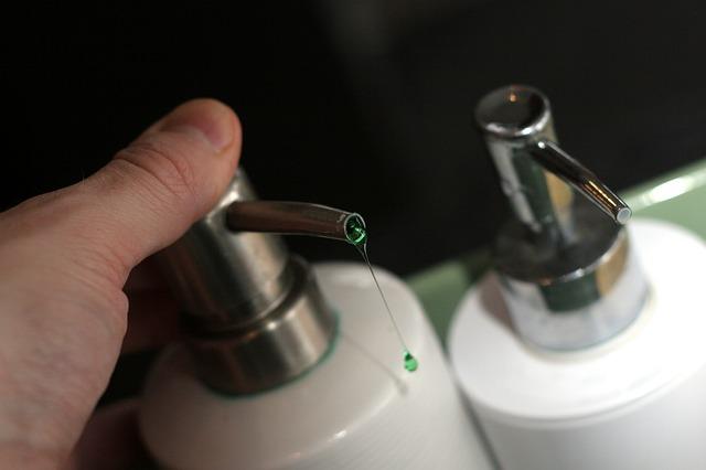 Detergente também é usado para higienizar as mãos?