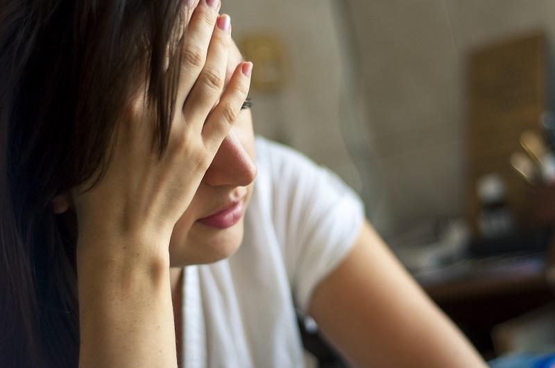 O estresse é um dos grandes vilões das dores de cabeça.