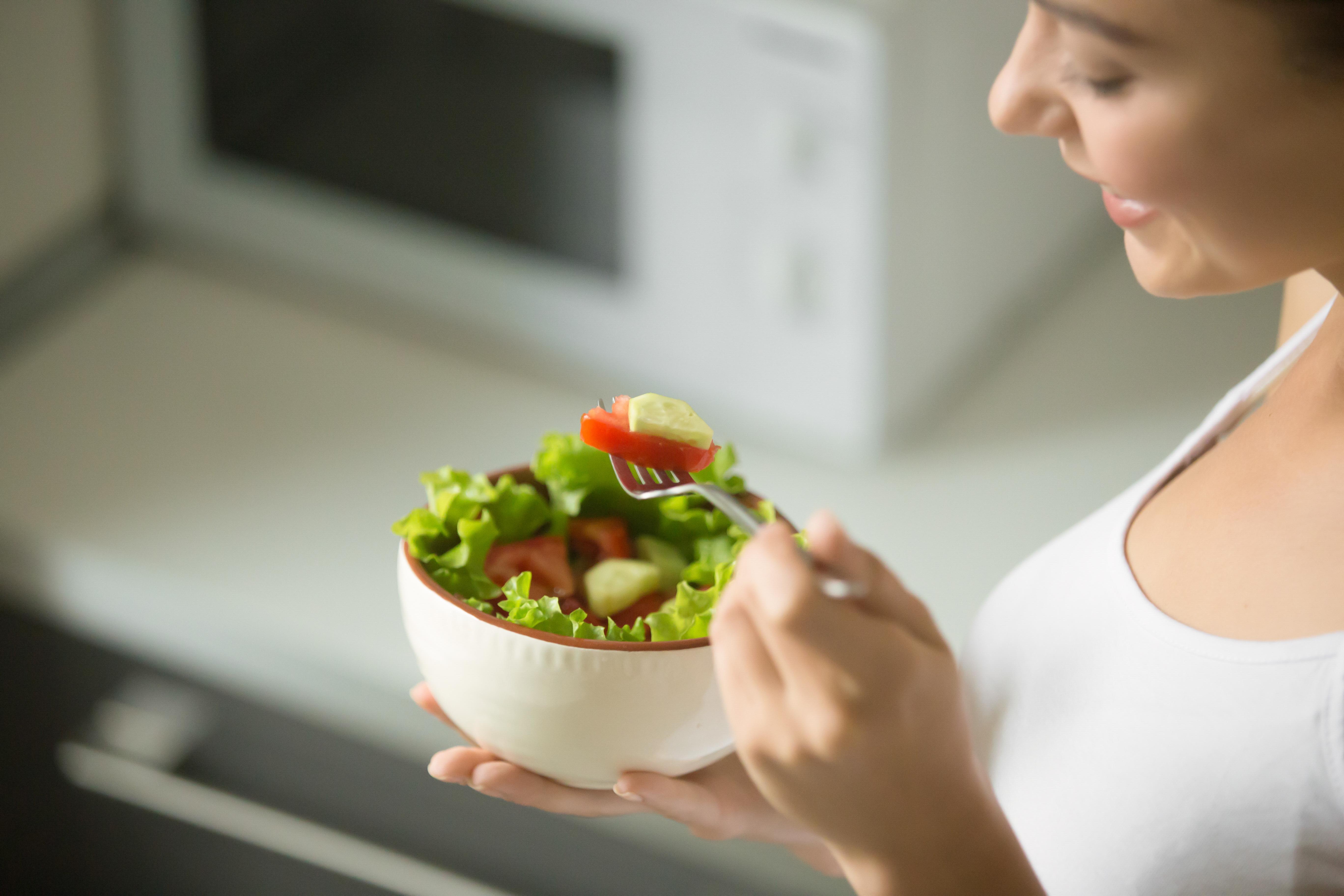Ficar muito tempo sem se alimentar pode causar gastrite