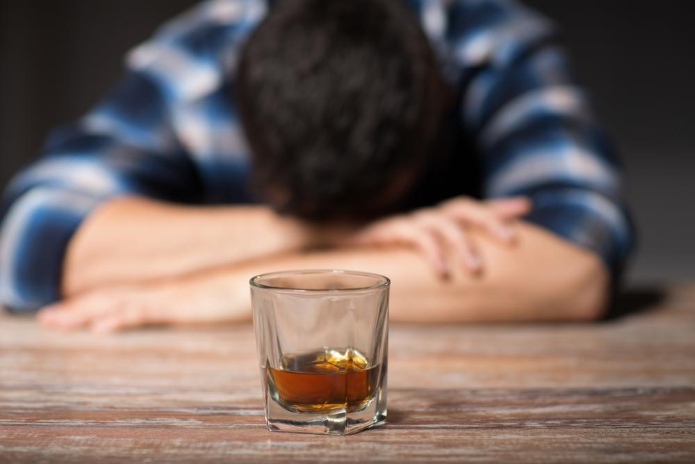O álcool ajuda a ter uma noite melhor de sono
